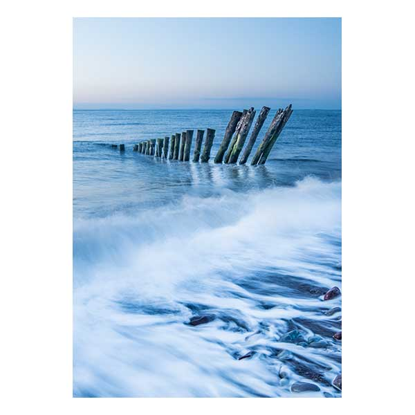 Tide waves pillars in water